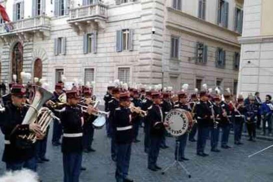 L'esercito in piazza per la vittoria